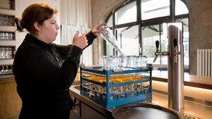 Flaschenspülen_kurze Wege für das Personal im Spreespeicher Berlin
