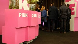 Trend-Treffpunkt Pink Cube