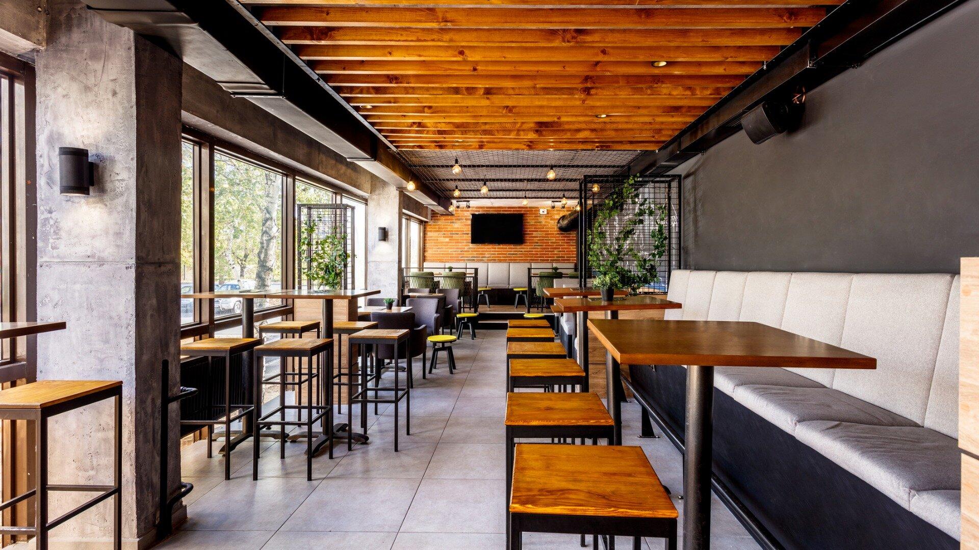 Jak dobrać meble do lokalu gastronomicznego?
