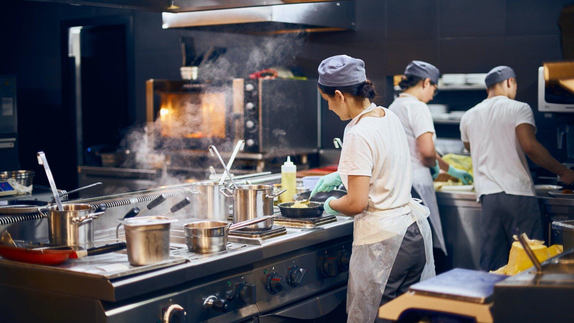 Błędy przy prowadzeniu restauracji, których musisz unikać.