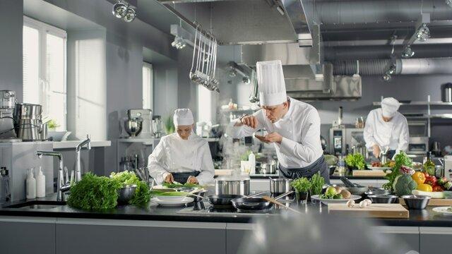 Niezbędny sprzęt gastronomiczny do lokali różnego typu - pubu, pizzerii, restauracji