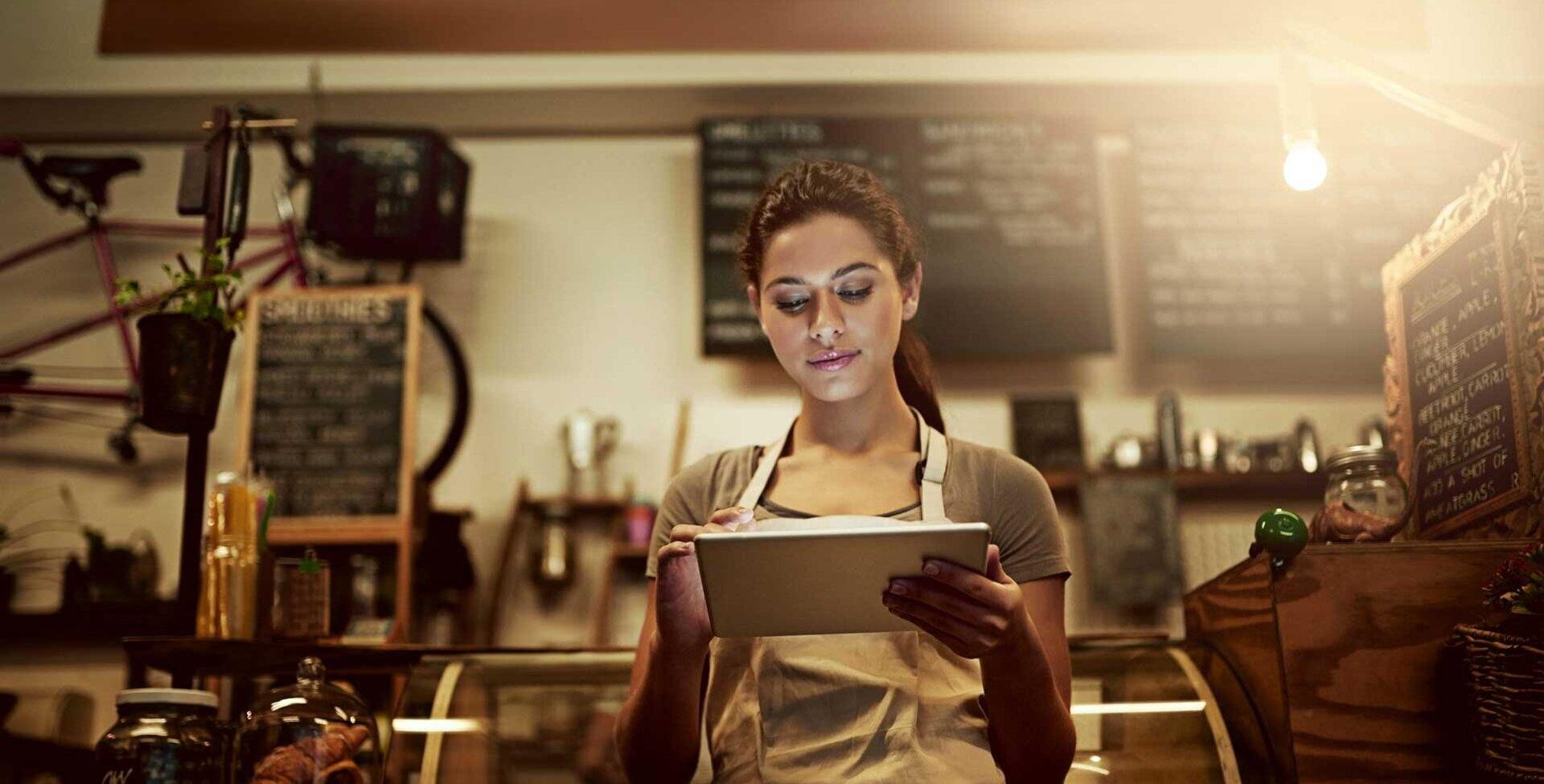 Cafébesitzerin optimiert Gastronomie-Konzept am iPad