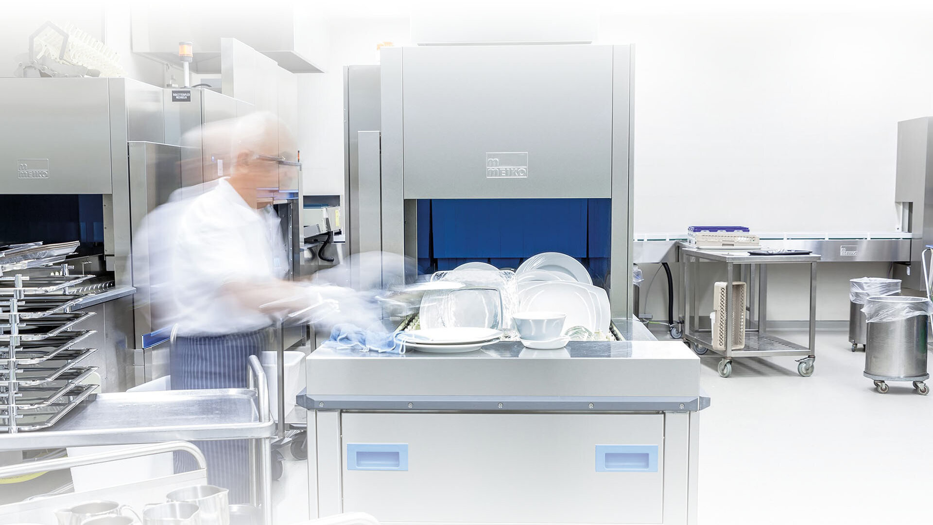 rack type dishwashing machine M-iQ